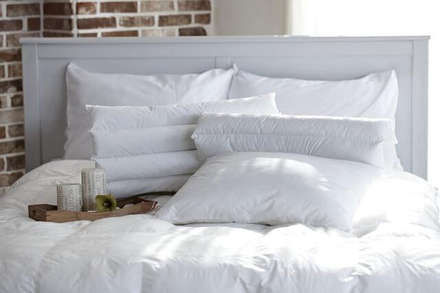Zdjęcie do tekstu - Romantyczna sypialnia - jak ją urządzić?